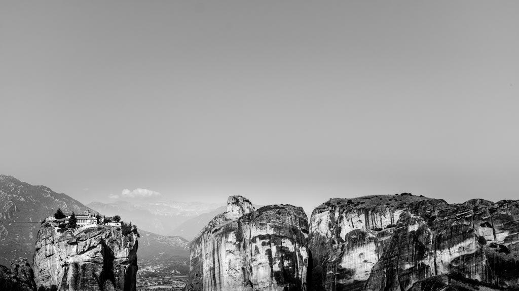 photo noir et blanc des monastères des Météores, Grèce