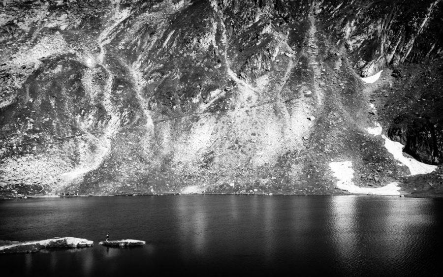 photo noir et blac lac Bâlea, Monts Făgăraș, Roumanie