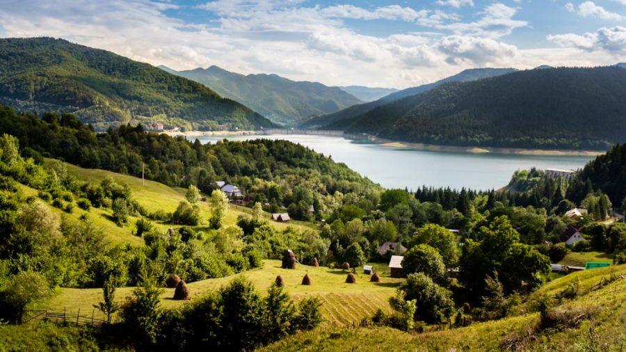 photo couleur lac Roumanie
