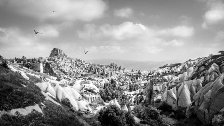 photo noir et blanc de la vallée des pigeons dans la Cappadoce près de Uchisar Turquie